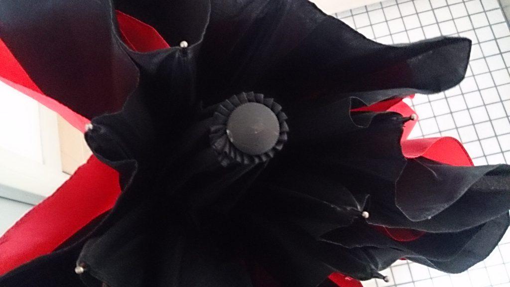 傘をたたんだ写真